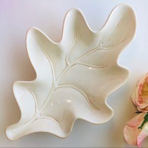 Victoria Ceramic Veined Leaf Serving Decor…